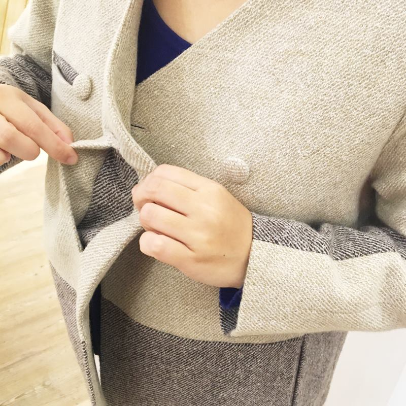 V領不對稱造型羊毛短大衣