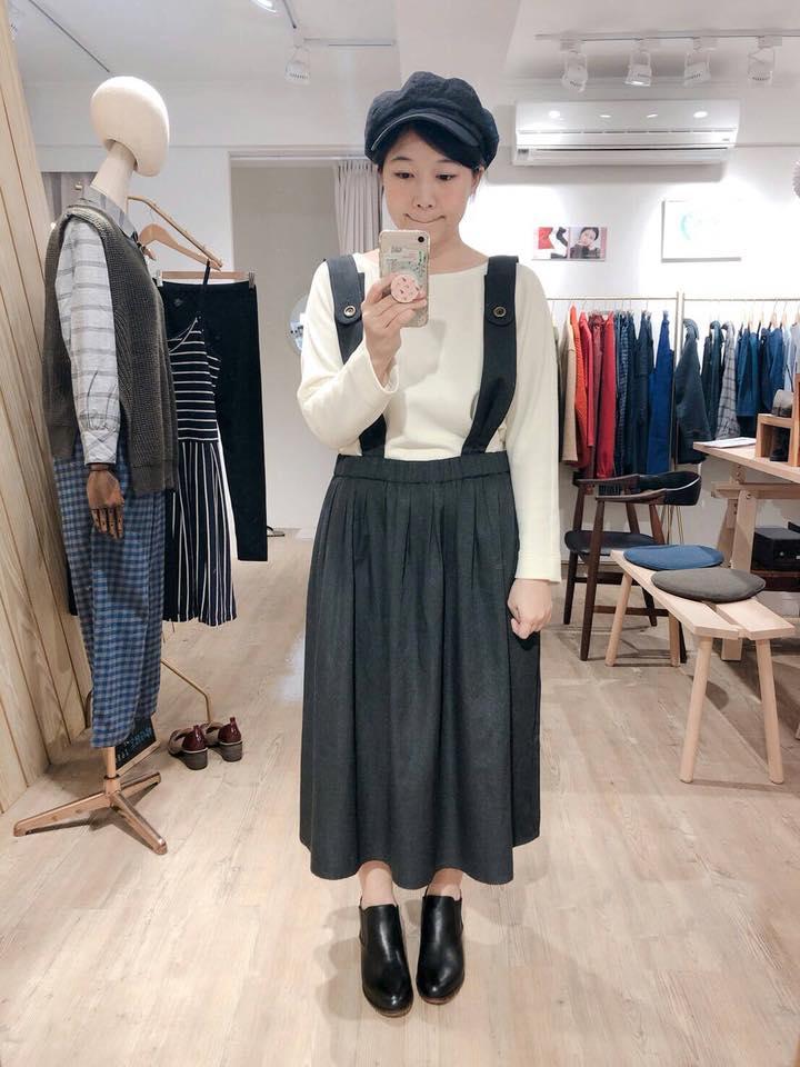 夏綠地的銅釦吊帶裙店員今日穿搭