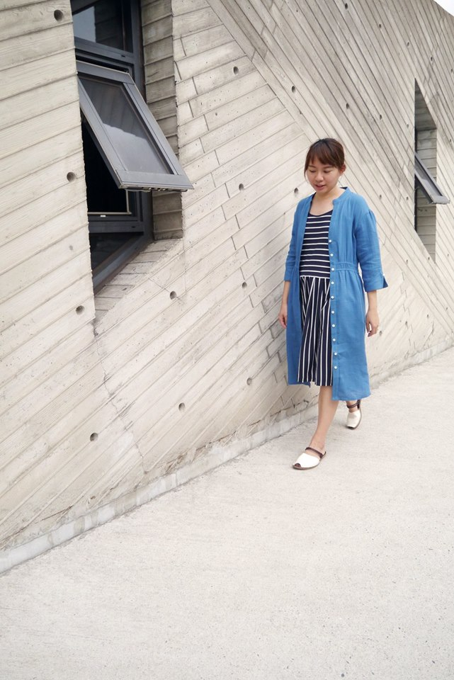 有機棉細肩帶條紋洋裝搭藍湖風信子罩衫洋裝