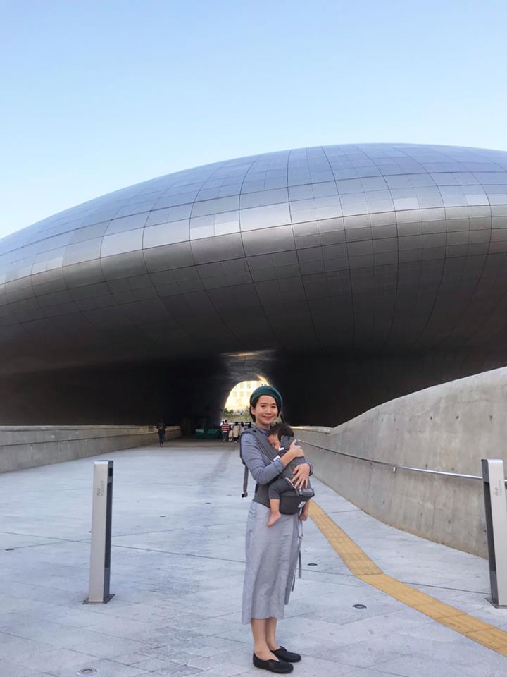 老幫手穿著許許兒2018春夏新品去韓國旅遊