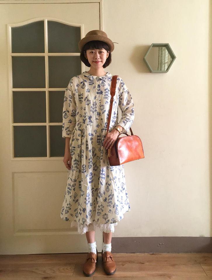 刺繡手作老師黃小珊穿著扭扭鞋